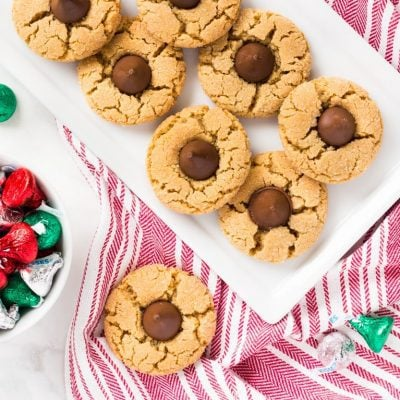 This peanut butter blossoms recipe makes a classic thumbprint cookie. Try this recipe for Christmas cookie swaps! | www.ifyougiveablondeakitchen.com