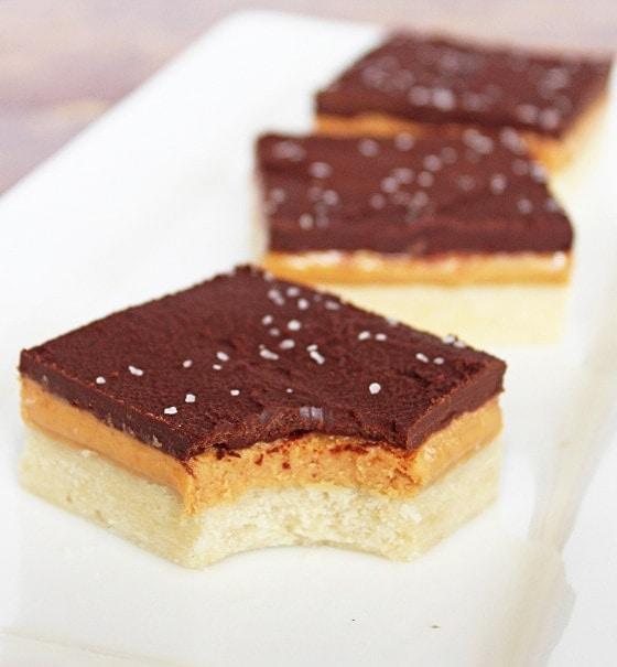 These chocolate peanut butter bars taste just like Tagalongs! So good. | Recipe by @haleydwilliams