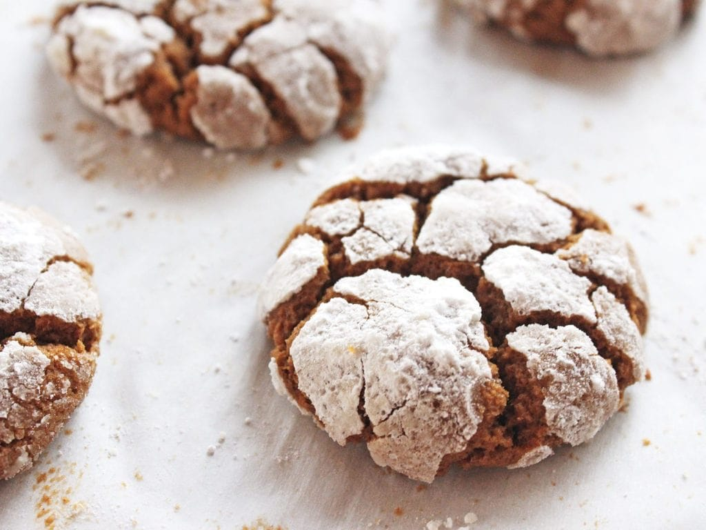 gingerbread crinkle cookies with cracks