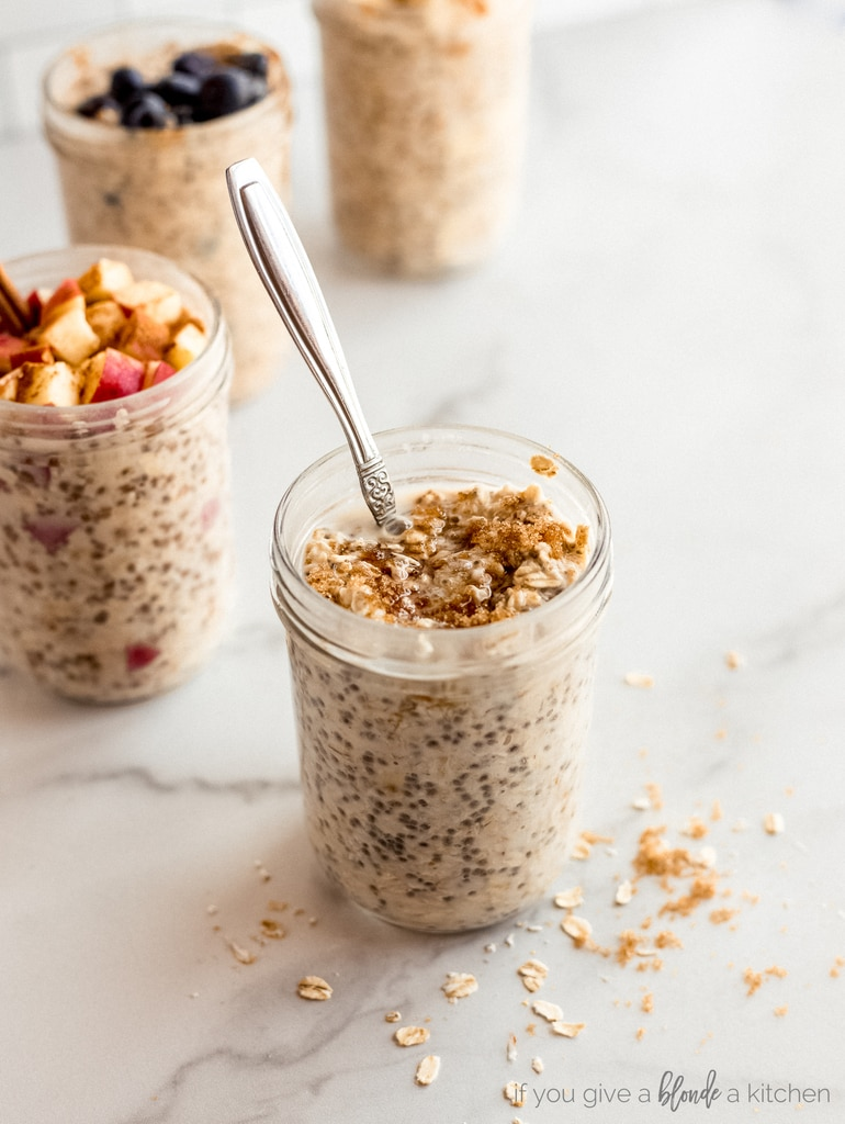 brown sugar overnight oats in mason jar with spoon
