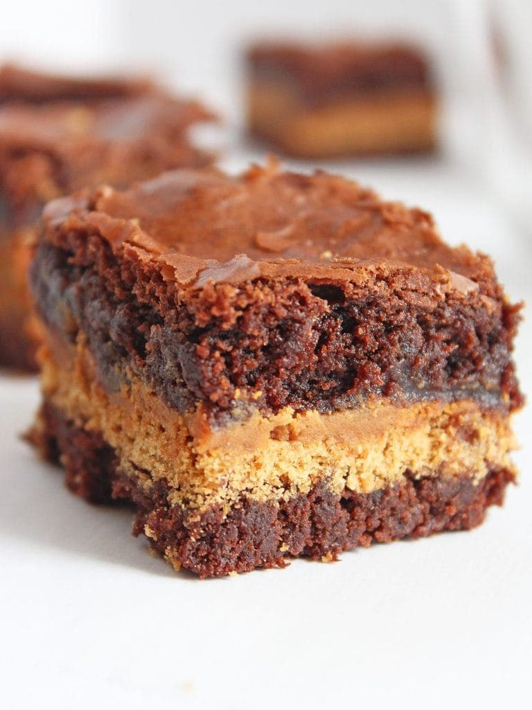 These peanut butter graham cracker brownies are the love child of fudgy, chewy brownies recipe and peanut butter-coated graham crackers | ww.ifyougiveablondeakitchen.com