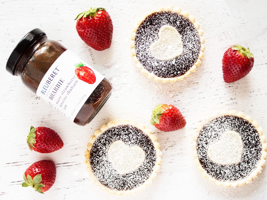 Strawberry rhubarb jam tarts are perfect for Valentine's Day! #bleuberet #sponsored | www.ifyougiveablondeakitchen.com