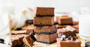Chocolate cheesecake bars with Oreo crust recipe | www.ifyougiveablondeakitchen