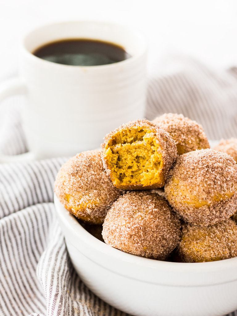 Mini pumpkin donut muffins are filled with fall flavors―cinnamon, nutmeg, cloves, and, of course, pumpkin! | www.ifyougiveablondeakitchen.com