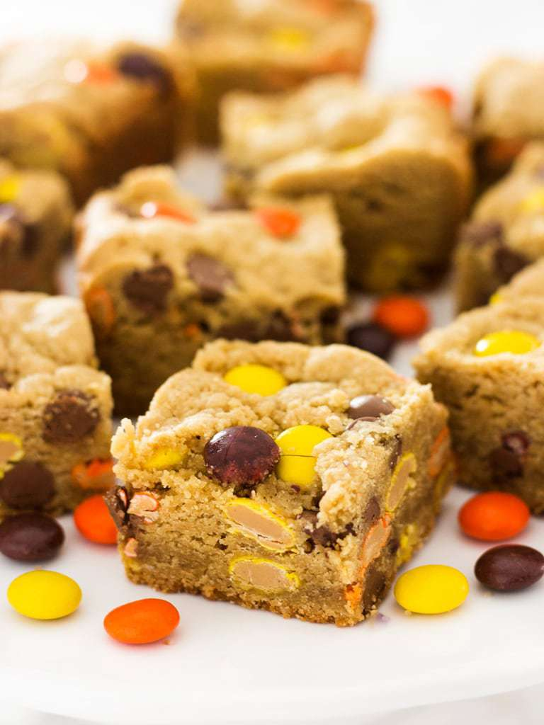 This recipe is amazing! Reese's pieces peanut butter blondies have so much flavor. Each bite leaves you wanting more! | www.ifyougiveablondeakitchen.com