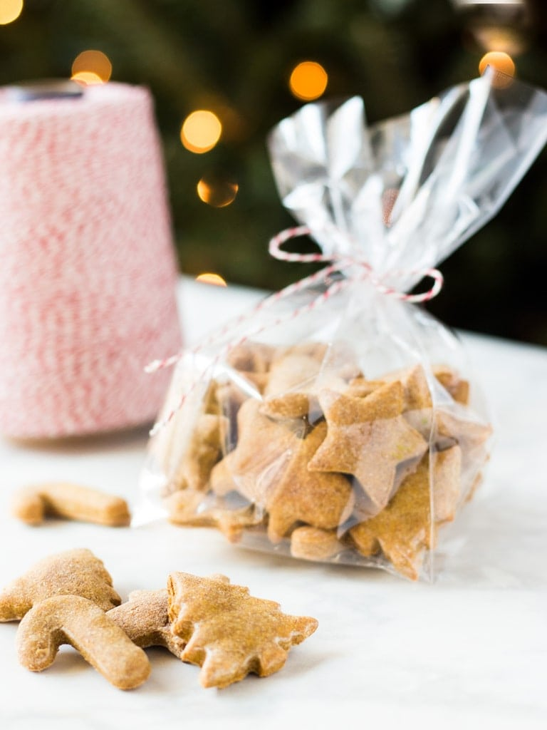 Give your fur baby a Christmas gift too! Homemade peanut butter dog treats are a healthy and delicious treat for your puppy. | www.ifyougiveablondeakitchen.com