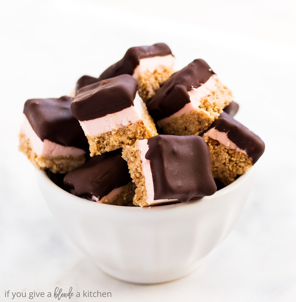 Chocolate covered strawberry cheesecake bites are the perfect mini dessert. The easy no bake recipe makes a delicious dessert for Valentine's Day, birthdays or summer parties! ! www.ifyougiveablondeakitchen.com