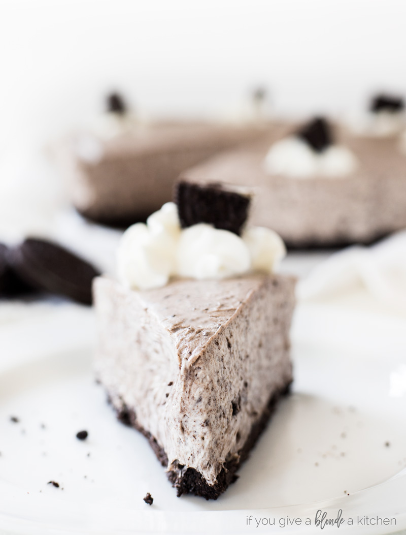 no bake oreo cheesecake recipe slice with whipped cream and oreo cookie