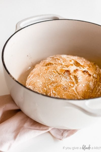 no knead bread loaf in enameled dutch oven