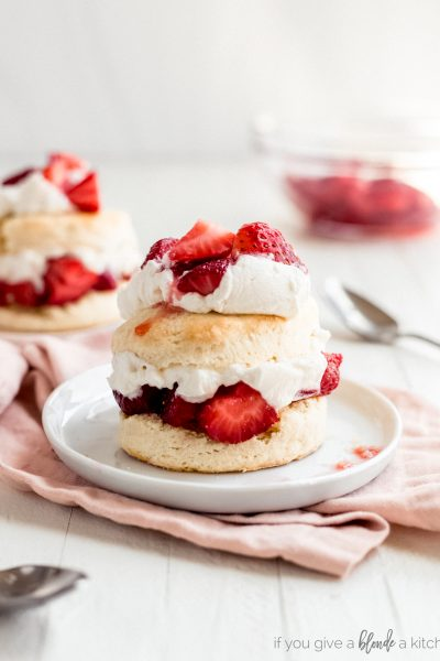 strawberry shortcake layers of biscuit, strawberries and whipped cream