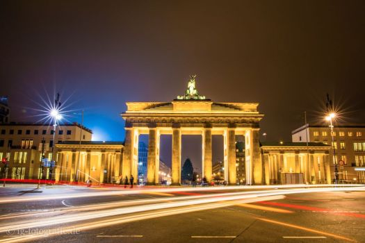 brandenburg-gate-golden-night