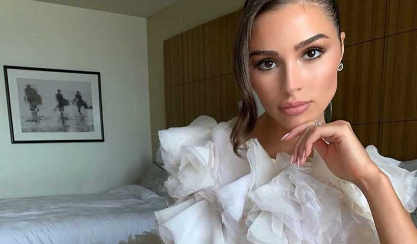 Olivia Culpo's Instagram Live Stream from September 22th 2019. She is Goes Live on Instagram While Getting Ready For Emmy.