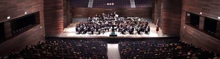 Dirigiendo la Banda Municipal de Música de Astorga en el Auditorio Ciudad de León, 23 de marzo de 2003