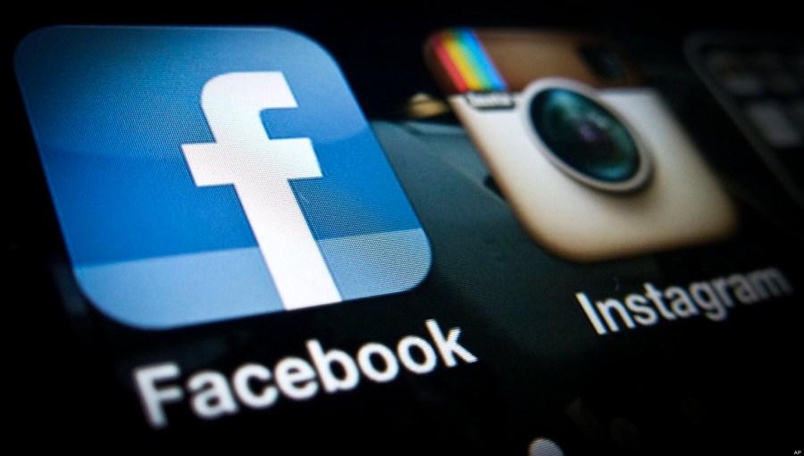 Die Anwendungen (Apps) des sozialen Netzwerkes Facebook (l.) und des Fotodienstes Instagram werden am Donnerstag (12.04.12) in Berlin auf dem Bildschirm eines Smartphones vom Typ iPhone angezeigt. Kurz vor seinem geplanten Boersengang hat Facebook einen Ueberraschungscoup gelandet und den Fotodienst Instagram gekauft. Eine Milliarde Dollar (mehr als 760 Millionen Euro) blaetterte das soziale Netzwerk fuer das kleine Unternehmen mit gerade mal einem Dutzend Mitarbeiter hin - eine stolze Summe fuer ein Start-up-Unternehmen. Doch die groesste Uebernahme in seiner Unternehmensgeschichte duerfte Facebook aus der Portokasse bezahlen. Schliesslich bereitet es sich auf einen gigantischen Boersengang in wenigen Wochen vor und strebt eine Bewertung von 100 Milliarden Dollar an. Foto: Timur Emek/dapd