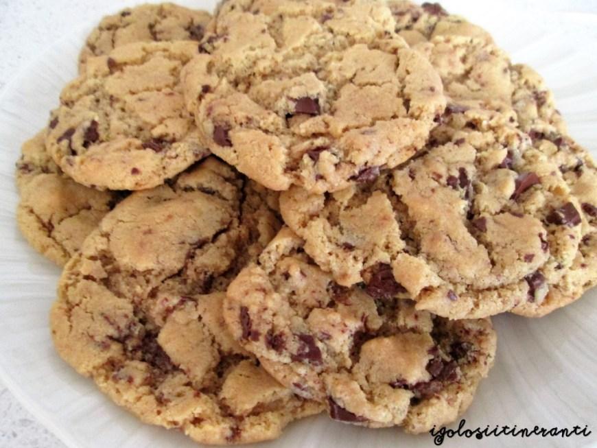 Ricetta Cookies Con Poco Burro.Nigella Monella Cookies Senza Farina Al Burro Di Arachidi E Gocce Di Cioccolato I Golosi Itineranti