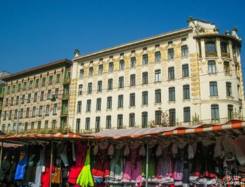 Vista di un palazzo barocco dal mercatino Naschmarkt, a Vienna
