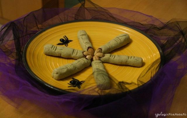 Biscotti al matcha a forma di dita della strega