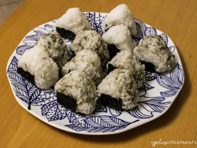 Onigiri con tonno e wasabi