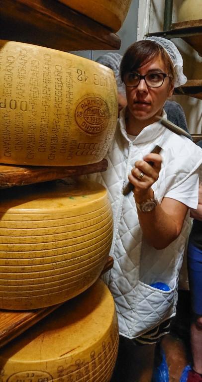 Controllo qualità del Parmigiano Reggiano