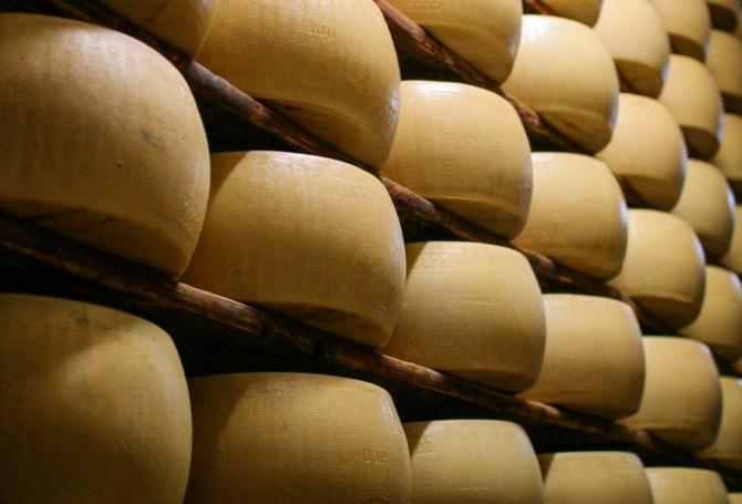 Stanza della stagionatura del Parmigiano Reggiano