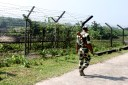 Soldado indio en la frontera con Bangladesh. Assam (India). 2013