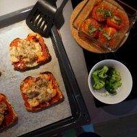 Varma mackor med oumph och ugnsbakade tomater