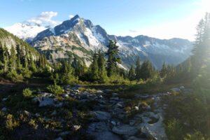 evergreen-glacier-hike-hill-361104