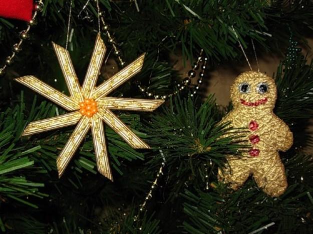 handmade-christmas-tree-crafts-pasta-snowflake-gold-paint