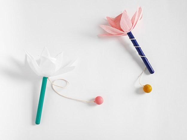цветочек из деревянной игрушки