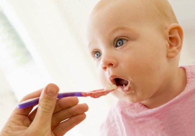 как кормить маленького ребенка