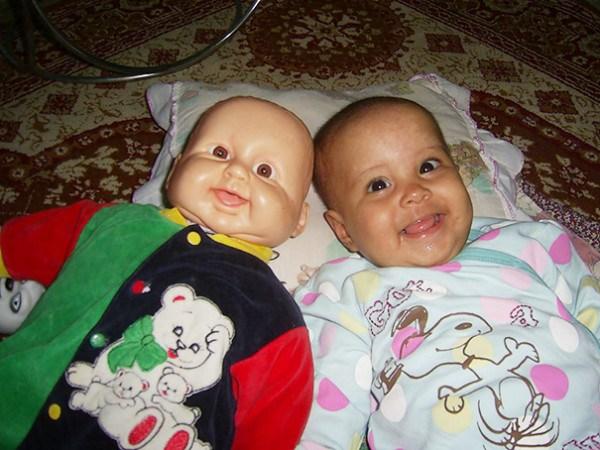 дети похожи на кукол