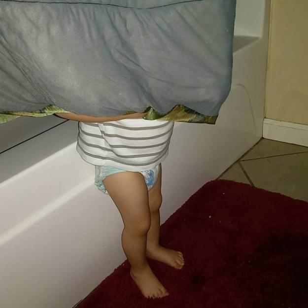 малыш спрятался