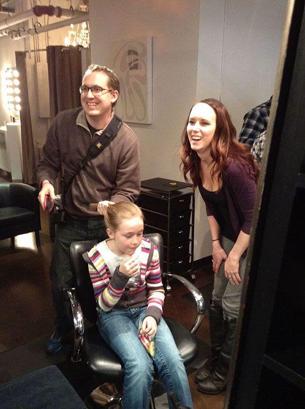 папа с дочкой в парикмахерской