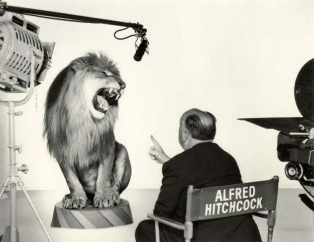 Альфред Хичкок руководит львом, рычащим для легендарной заставки Metro-Goldwyn-Mayer, 1958