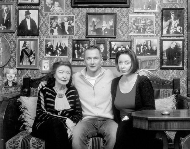 Анастасия Вертинская с сыном и мамой