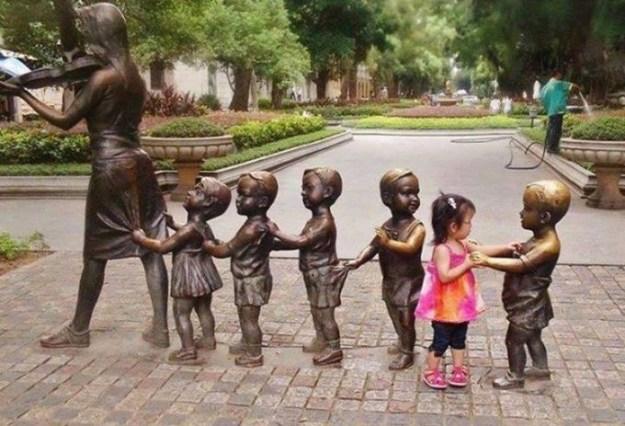дети и памятники