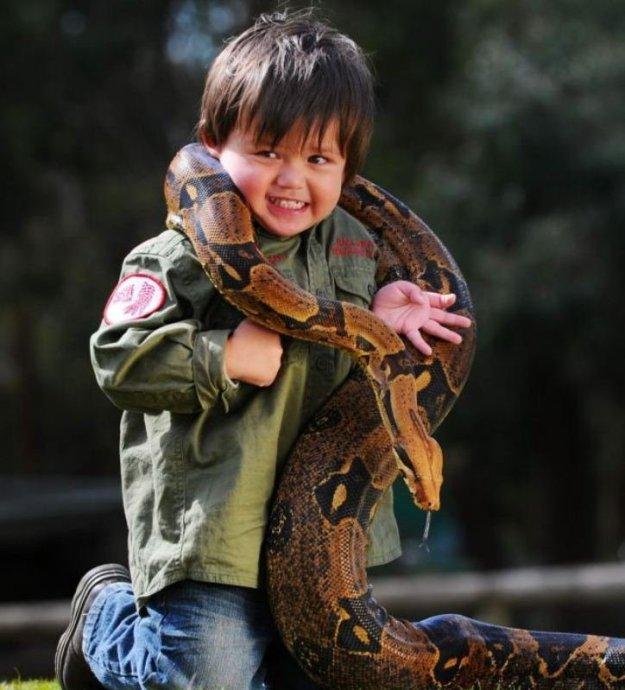 мальчик любит рептилий