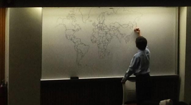 мальчик нарисовал карту мира