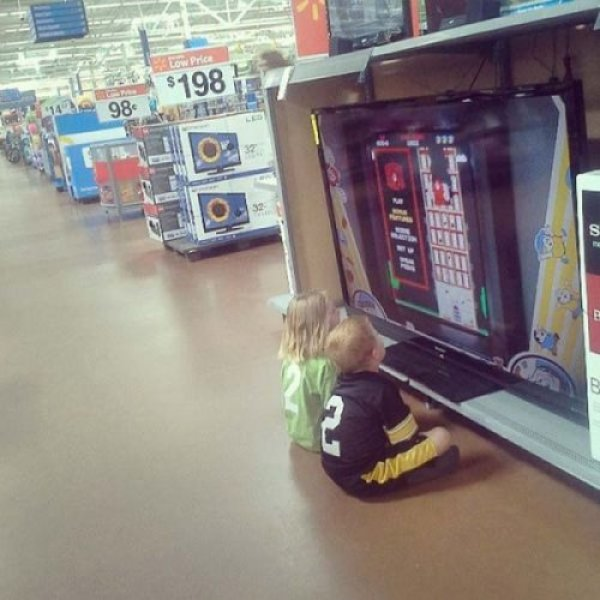 пока мама в супермаркете