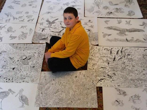 мальчик и его рисунки черной ручкой