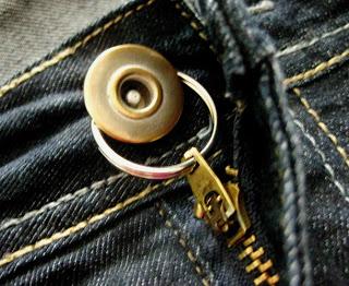 Чтобы молния на джинсах не ползла вниз