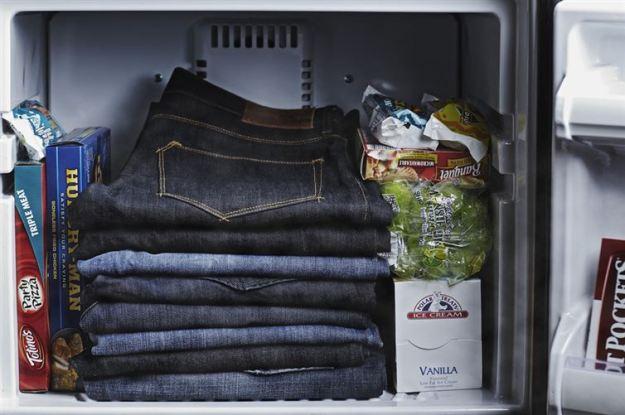 Нет времени постирать джинсы За ночь в морозильнике они освежаться и избавятся от неприятных запхов