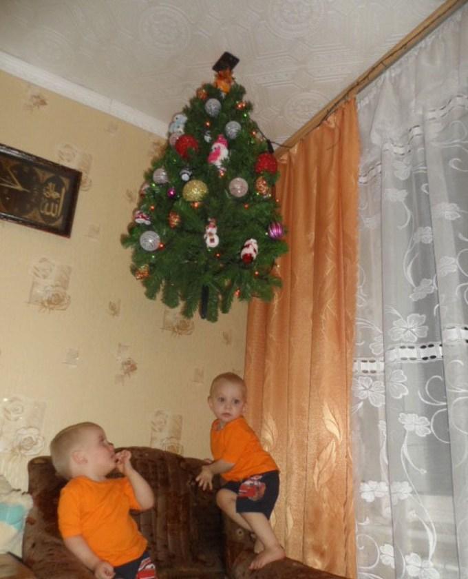 елка и детишки
