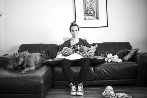 tired-of-staged-breastfeeding-photos-i-started-shooting-it-in-all-its-beautiful-messiness-15__880