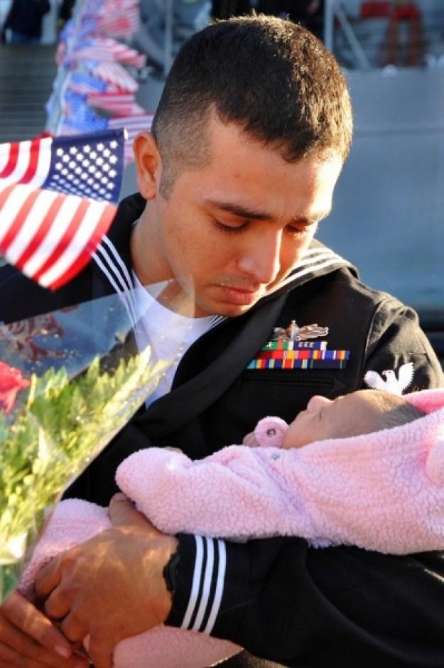 военные впервые видят детей