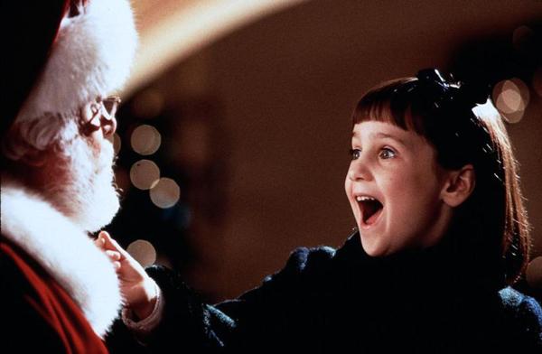 Чудо на 34-й улице (США, 1947). Классический американский душевный фильм для всей семьи. Он о девочке, которая мечтала о полноценной семье, и мечту осуществить ей помогает Санта...