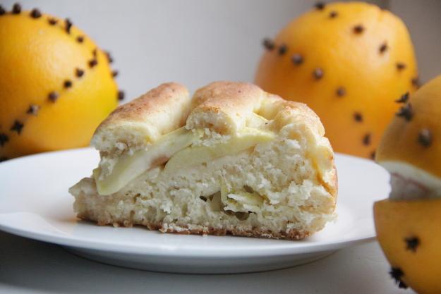 Творожный яблочный пирог с ноткой апельсина