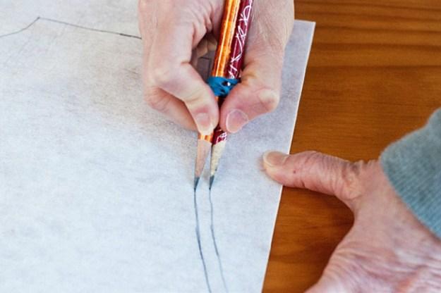 Таким способом будет гораздо удобнее и быстрее прорисовывать еще и припуск на выкройке