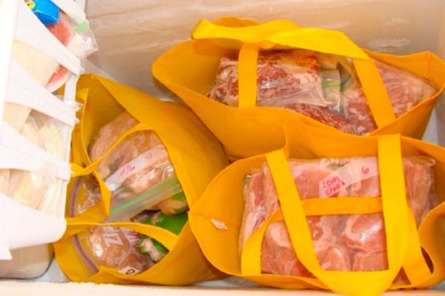 В вертикальных морозильниках продукты лучше хранить в матерчатых сумках