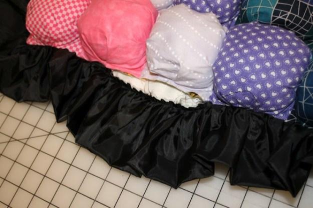 После того, как одеялко вывернуто, можно сшить последнее отверстие